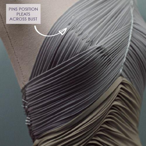exemples de drapés : mini plis  drapés pour la partie corsage.