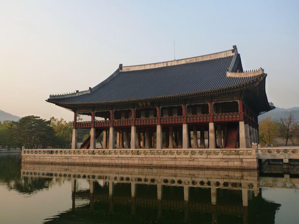 Nous terminons par le Palais Gyeongbok de la dynastie Choseon, symbole de l'histoire coréenne, avec ses réminiscences de Cité interdite.
