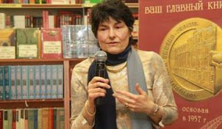 Hélène Richard-Favre une éditorialiste-écrivain Puissante du latin Faber