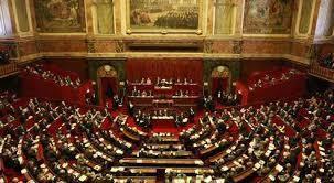 La Constitution Française de 1958 en cours, proposez des changements