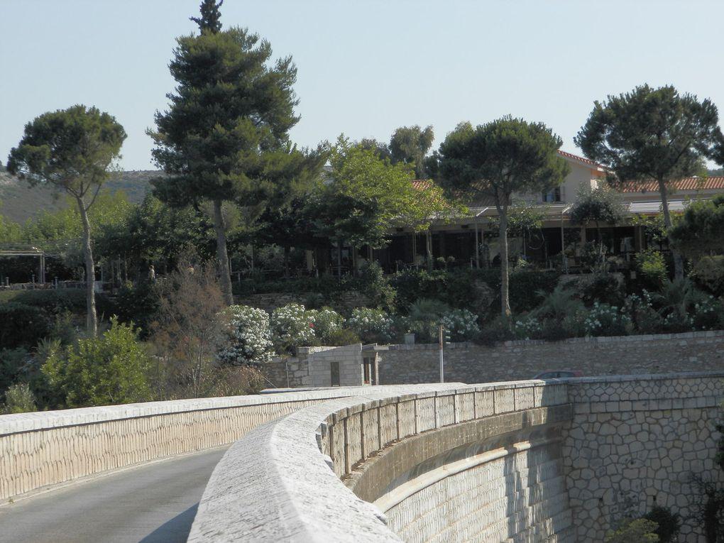Formations à Athènes dans une famille honorable et un lieu historique
