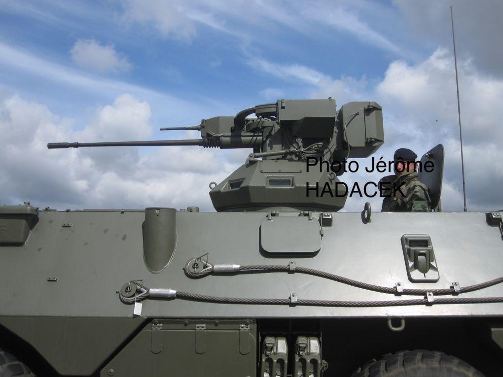 Le VBR (Véhicule Blindé de Reconnaissance), équipé d'une tourelle CAPRE et du canon TA 20-13, est en service dans l'armée de l'air à seulement 6 exemplaires, par rapport au VIB ( Véhicule d'Intervention Blindé) qui se compte à plus d'une cinquantaine… Sur la dernière photo, VAB VIB au côté d'un VAB VBR...