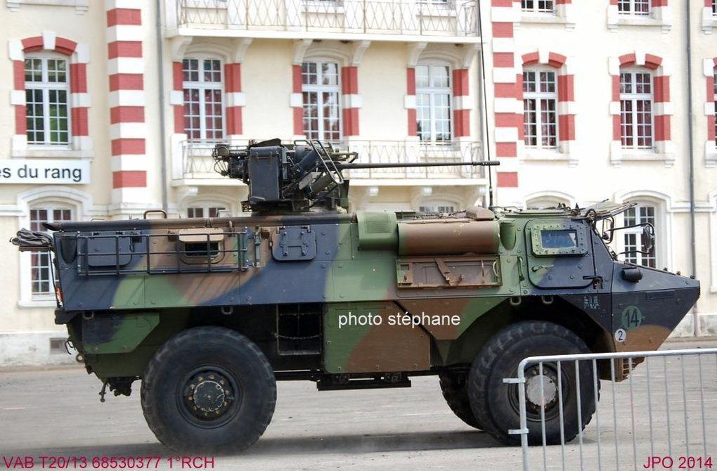 VAB équipé du canon TA20/13