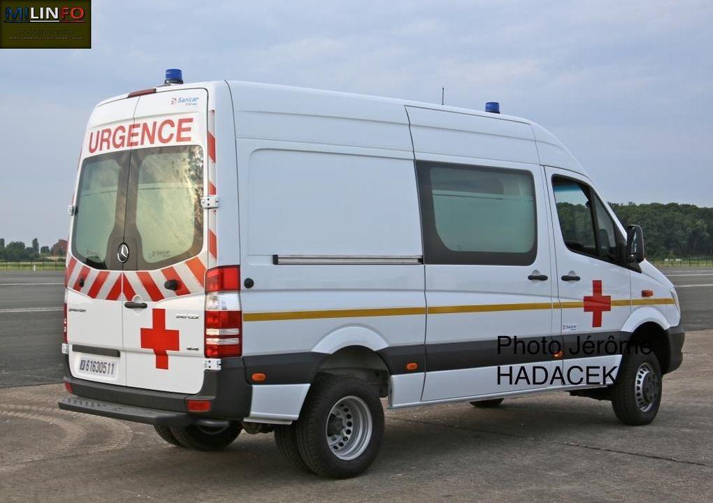 Pour la sécurité des personnels, présence d'un tout nouveau Mercedes Sprinter sanitaire, aménagé par sanicar (fifilale Groupe Gruau)