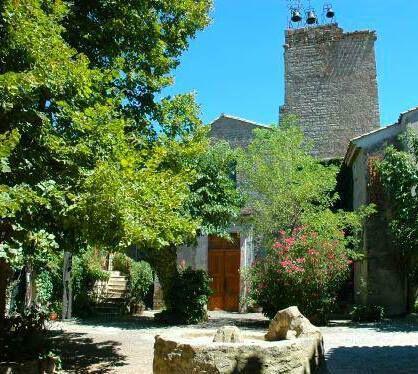 Cliquez sur les photos pour découvrir le village médiéval d'Aigne et le Domaine Sainte Léocadie.