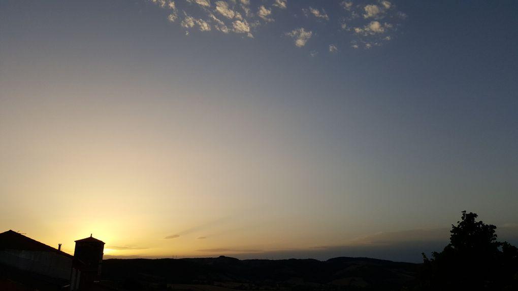 Coucher de soleil sur le hameau de Rayssac (Vabres l'Abbaye)