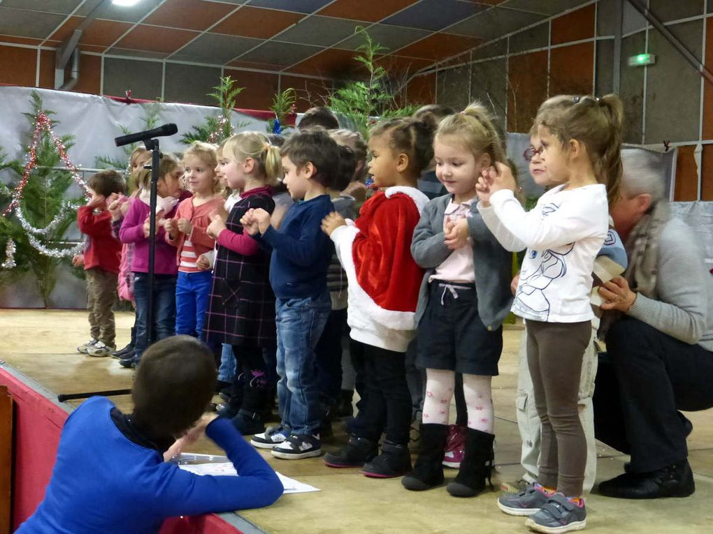 De petite section au CM2 tous les enfants sont montés sur scène pour distraire les parents et amis venus nombreux.