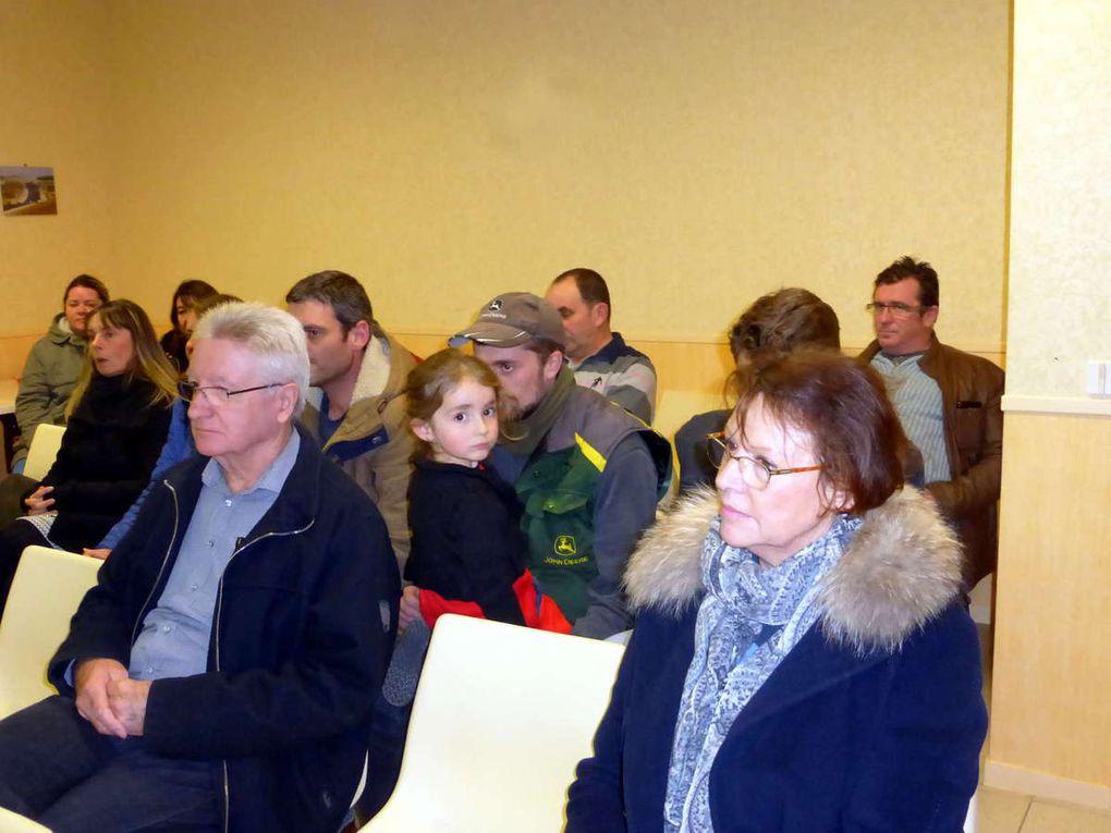 Le public suit avec attention les différents bilans et projets présentés