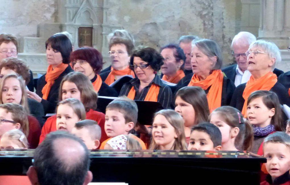 Le plaisir du chant choral était palpable lors de la prestation des enfants aux côtés des adultes