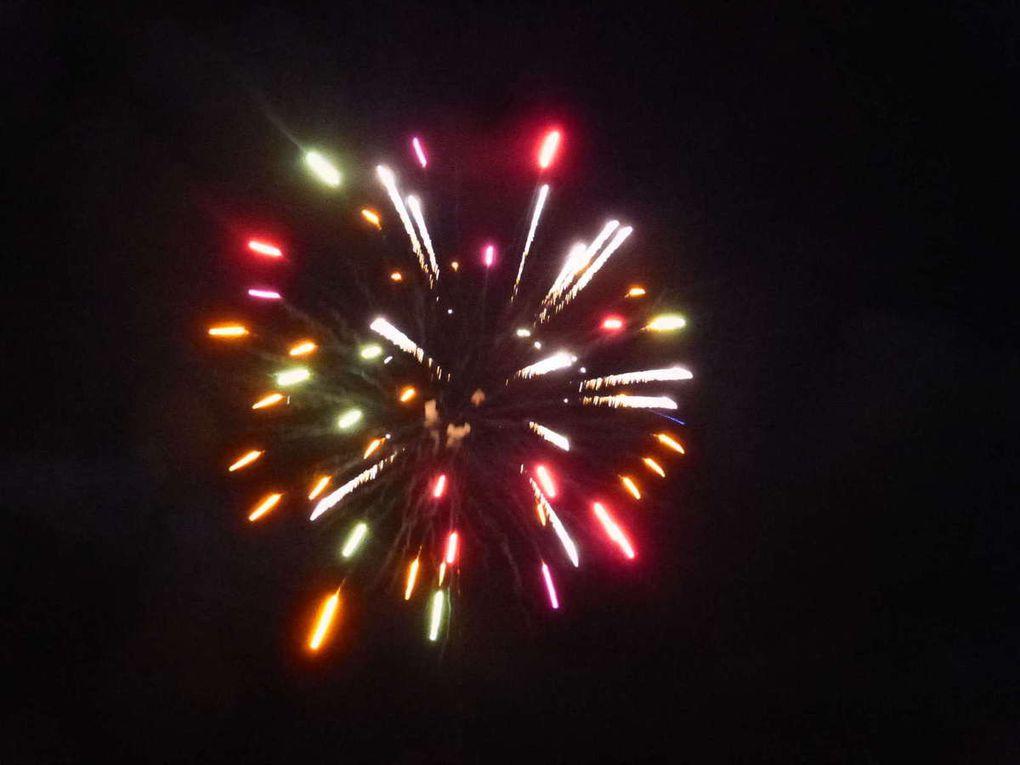 Un beau feu d'artifice pour clôturer la soirée avant le bal public