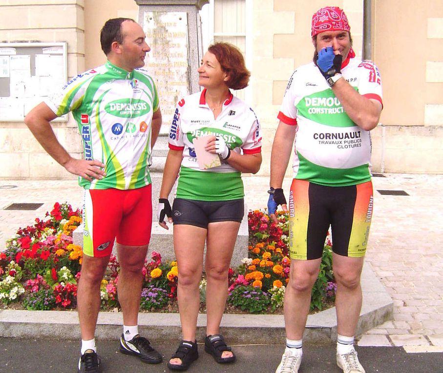 Fabrice, Nicole et Éric, au départ le 16 juillet 2008 et à l'arrivée le 15 août 2016, à Saint-Christophe-sur-le-Nais