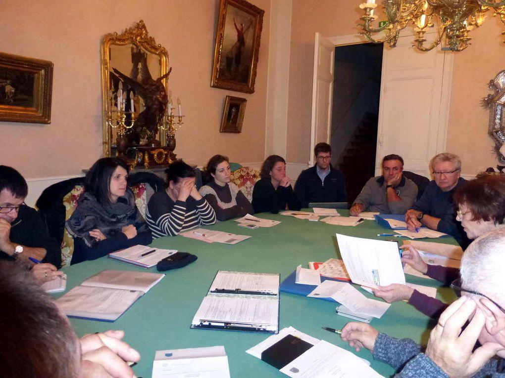 Lesélus lors de la discussion sur les points à l'ordre du jour