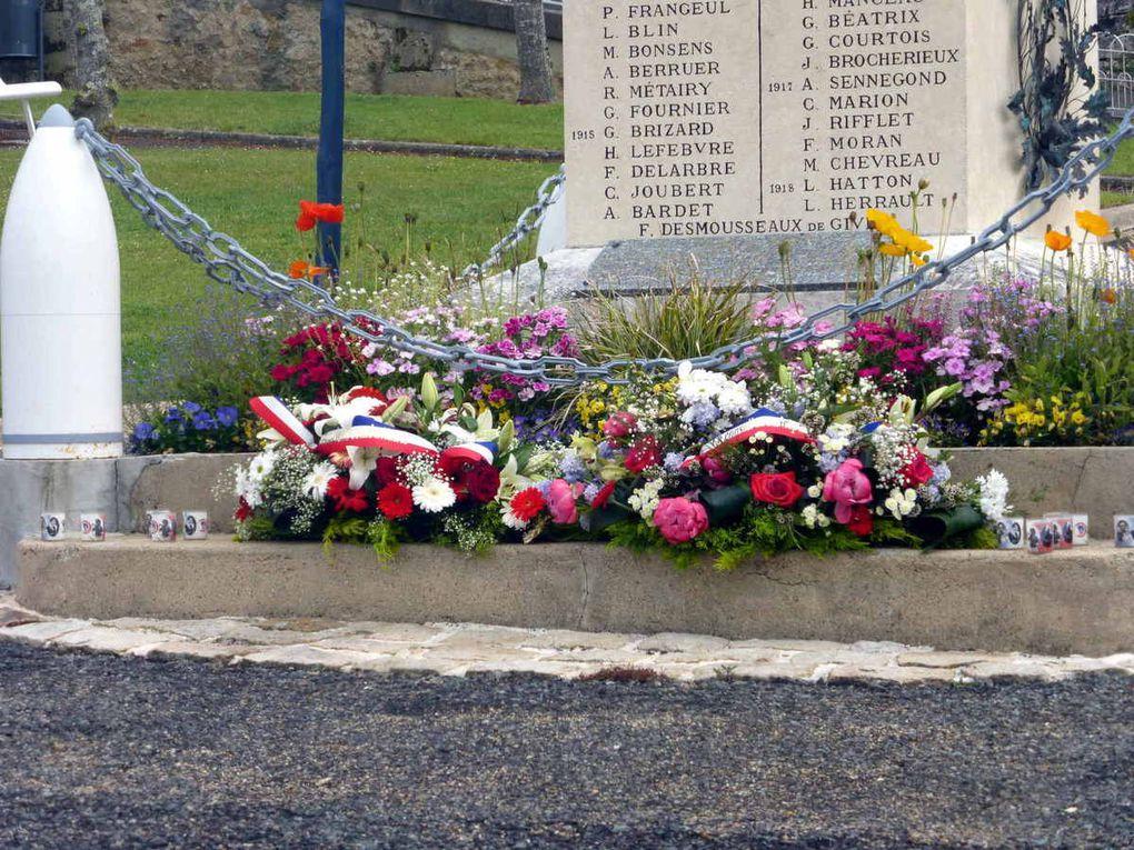 Hommage aux morts de toutes les guerres au monument aux morts