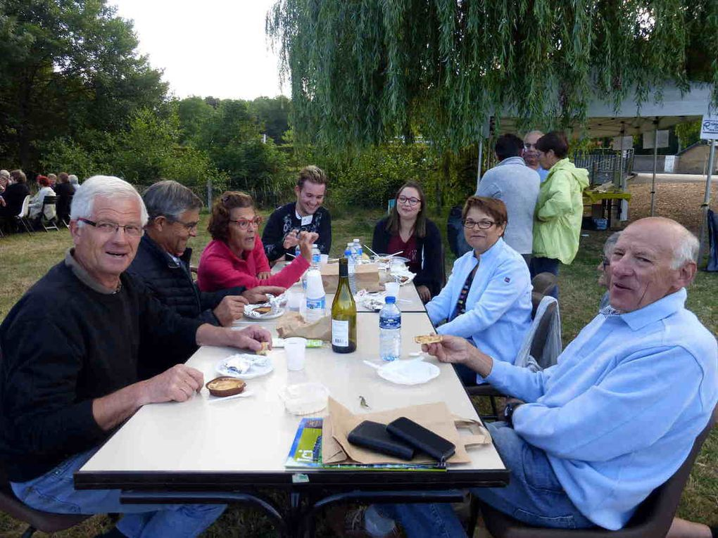 Adeptes du pique-nique avec ou sans confort, ils étaient nombreux à profiter de la soirée.