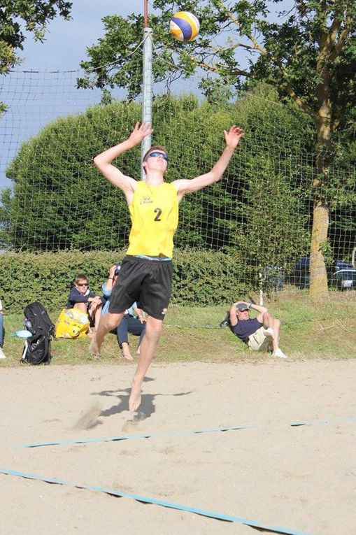 Les M15 masculins médaillés de bronze en Beach Volley