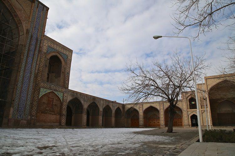 QAZVIN - Mosquée du Vendredi fondée par le Calife Abbassi Haroune Al Rachid au VIIIe s. -elle fut réaménagée plusieurs fois au cours des siècles en particuleir à l'époque des Séljoughides puis des Safavides puis des Qâjars.