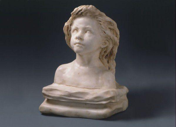 """""""La Petite Châtelaine"""", différentes versions de 1892 à 1896, terre cuite, plâtre patiné ou brut, marbres."""