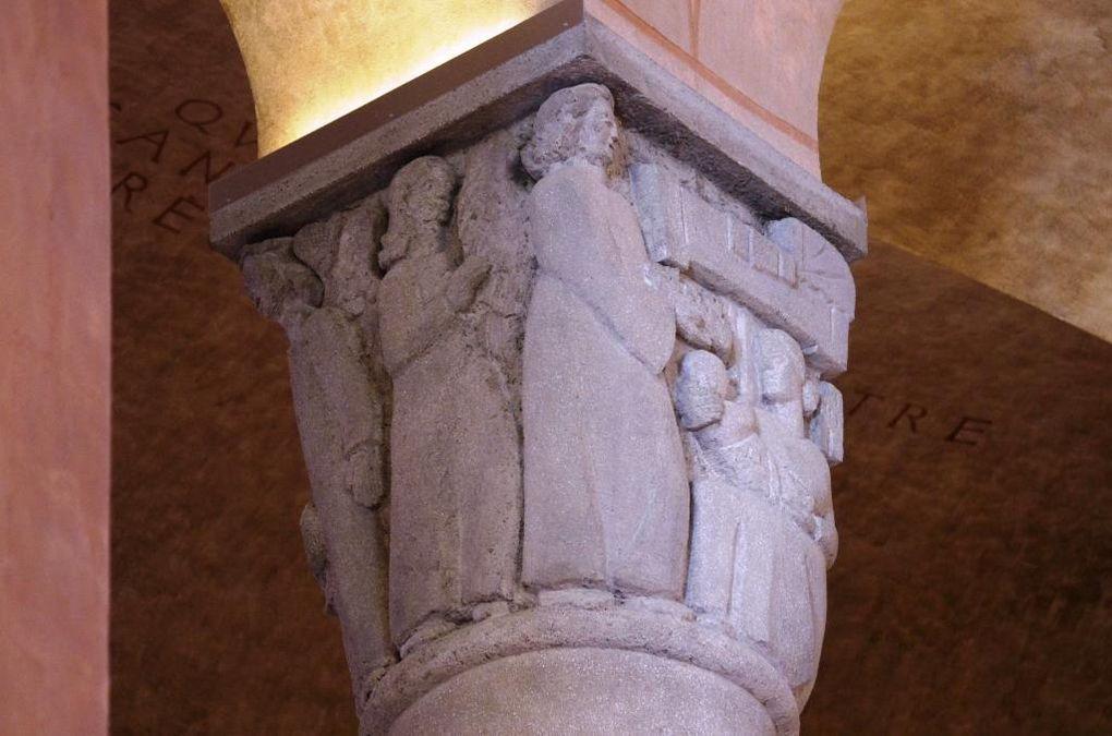 Détails de la cathédrale Sainte-Geneviève vitraux, fresques mosaïques et chapiteaux