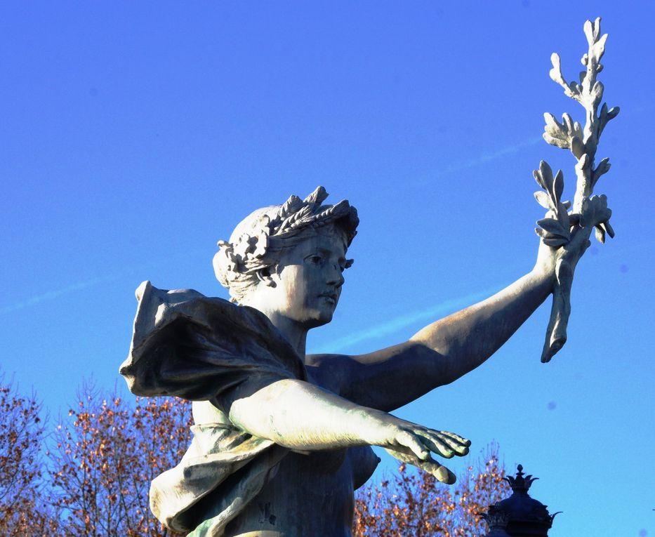 """Détails de la fontaine """"Le Triomphe de la Concorde"""""""