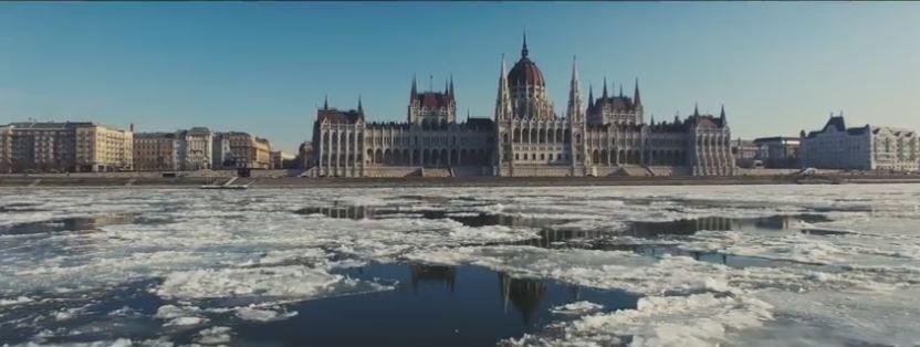 Budapest, le 10 janvier 2017. Le Danube est pris dans les glaces !! La navigation est interdite. Nous avons eu chaud !