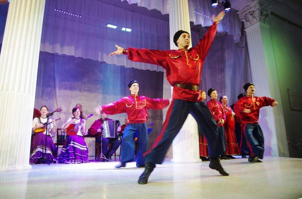 Danses folkloriques au palais Nikolaevski