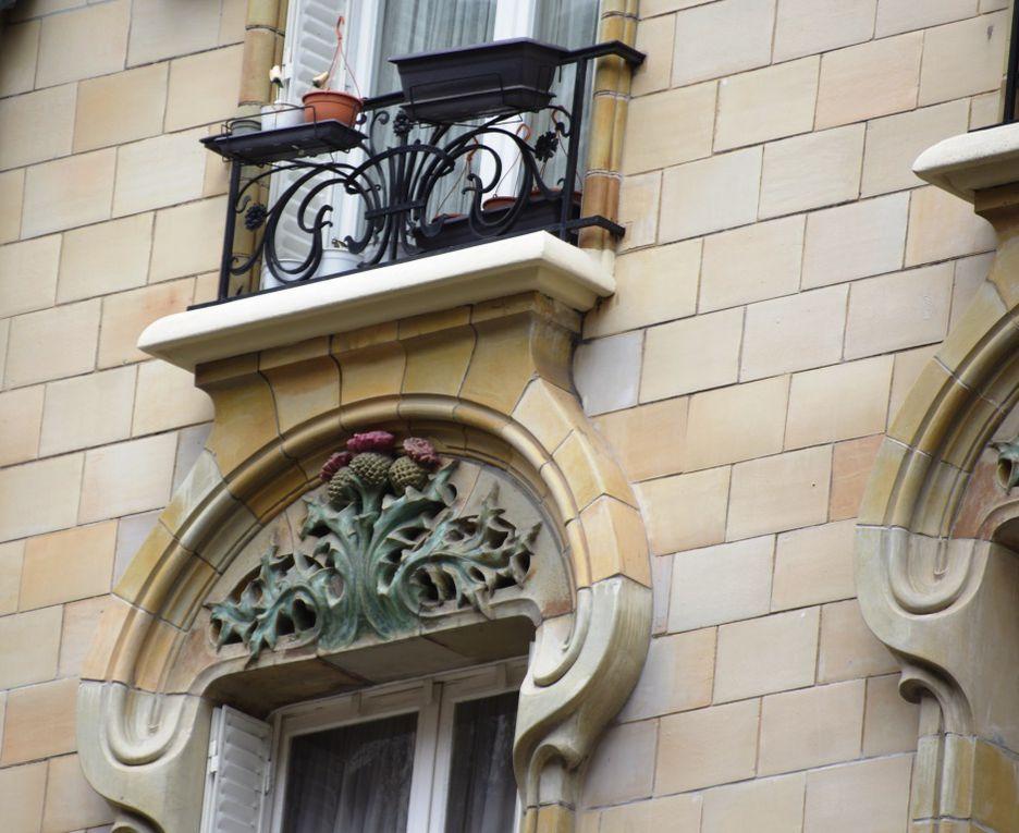 Détails des éléments décoratifs de l'immeuble art nouveau