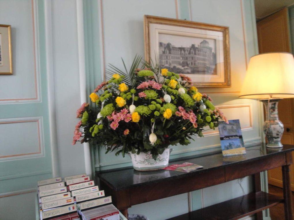 Une incursion parmi les fleurs, le magnifique plafond mudejar du salon oriental. Il provient d'un palais de Tolède démantelé en 1905. Joachim Carvallo rapporta à Villandry l'un des 4 plafonds qui compte 3600 pièces et demanda 1 an de travail pour être reconstitué.