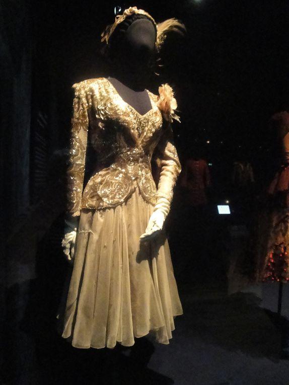 Des costumes portés par Nourrevet les danseuses qui ont partagé la scène avec lui, quelques uns de ses fameux couvre-chef, sn appartement en trompe-l'oeil, quelques objets lui ayant appartenu, ce n'est là qu'un aperçu.