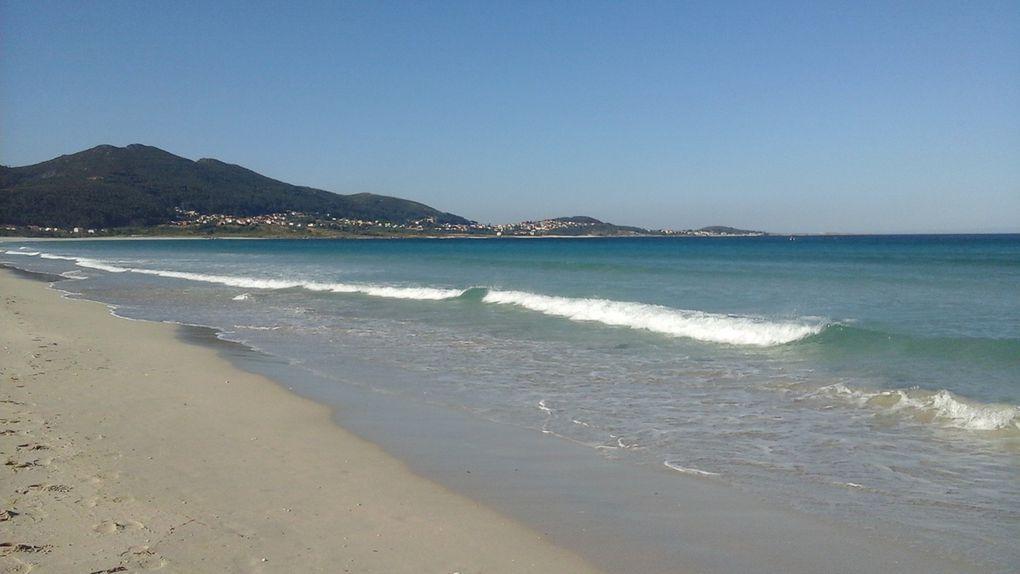 Des plages presque désertes et une mer aux couleurs de rêve