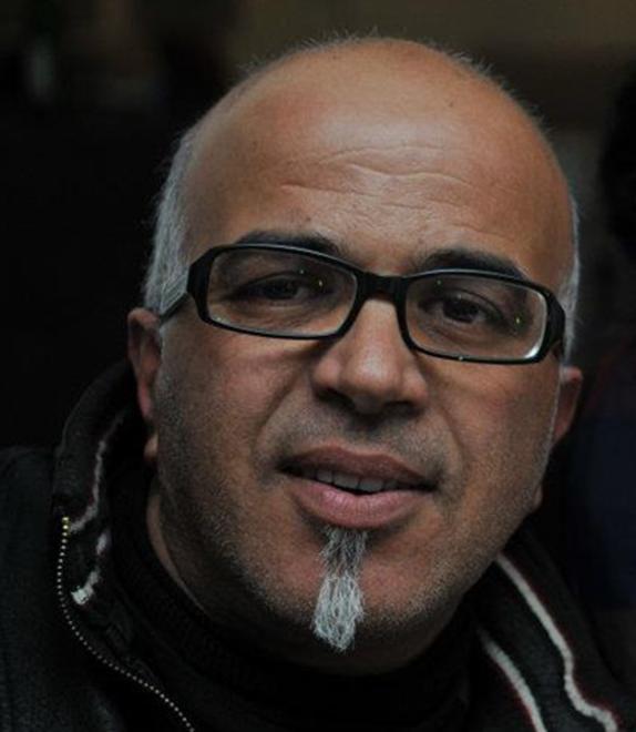 """Artiste plasticien Marocain. Installé à Khouribga depuis 1987 comme professeur d'Art Plastique . Plusieurs expositions au Maroc et à l'étranger. Président fondateur de l'Association """" BLADI ' ART """" . Sa recherche plastique portait sur l'Art rural: conjonction entre peinture et sculpture."""