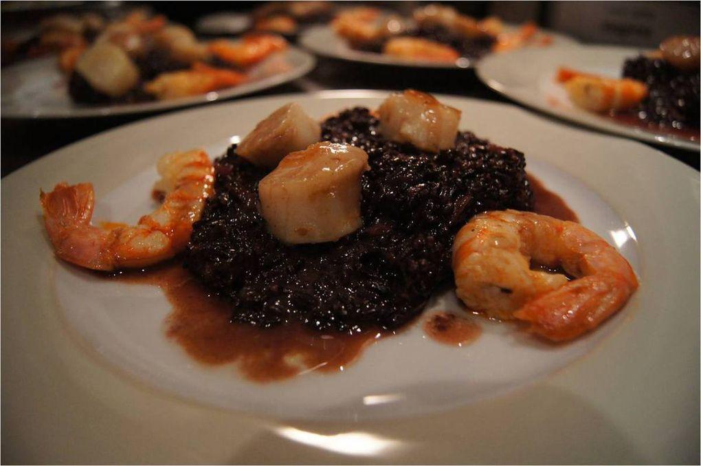 Civet gambas et Saint-Jacques au riz noir Venere