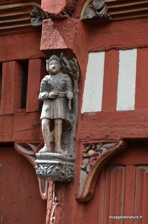 Détails de Ti Coz : Sculptures en bois sur le martyr de St-Sébastien