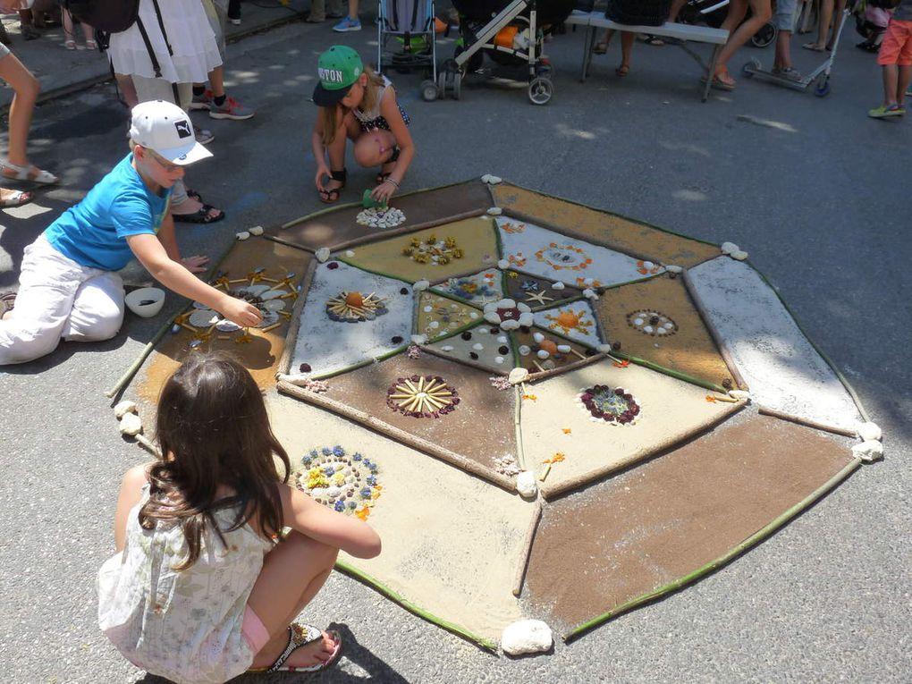 """Mandala réalisé avec l'aide d'enfants  pour le festival """"des étoiles plein la malle"""" à Fuveau prés d'Aix en provence"""