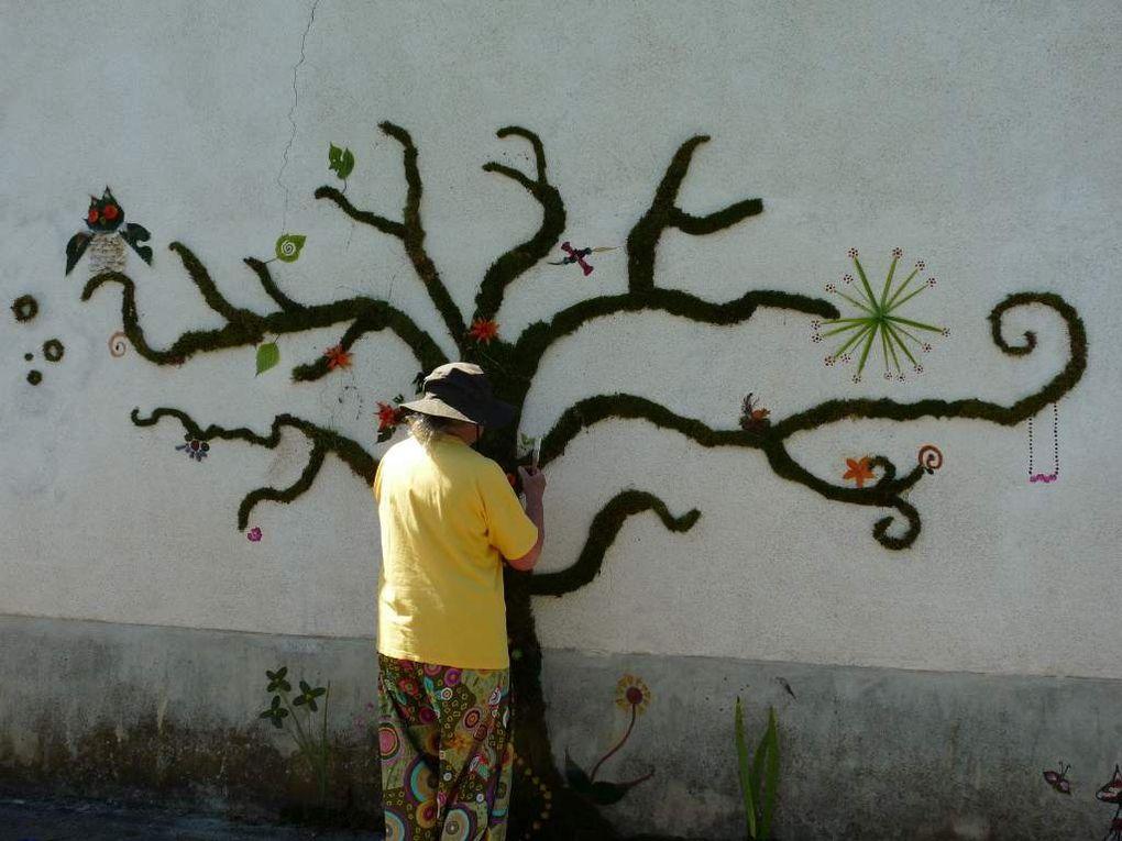 dimanche 16 juillet. graff végétal sur le mur de ma maison