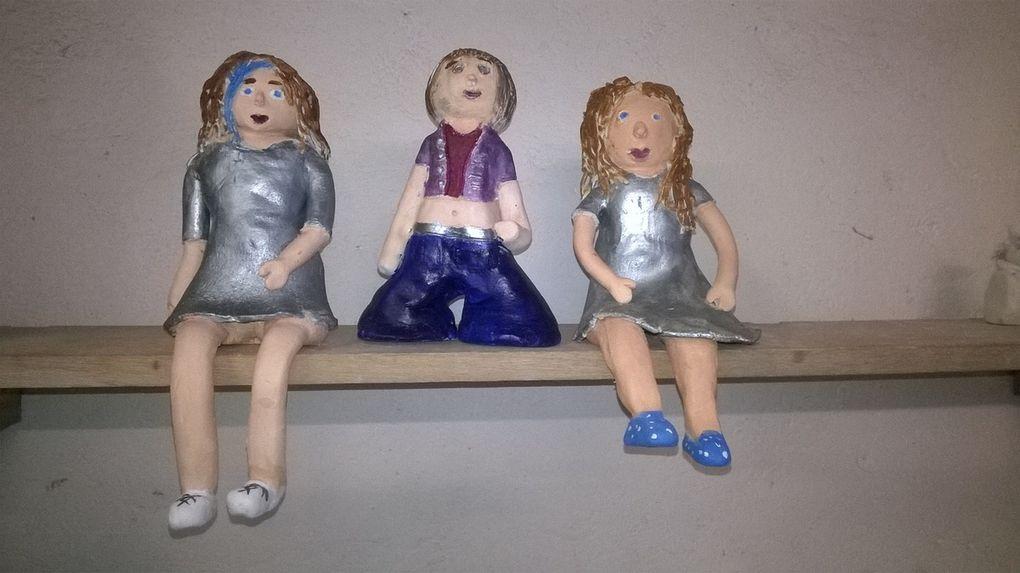 """Les personnages et les bols """"crus""""et voici les demoiselles revêtues de leurs plus beaux atours !"""