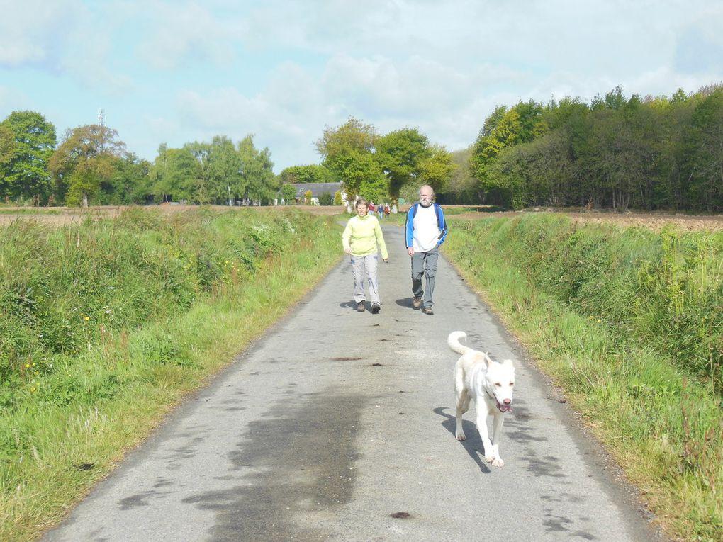Départ du village pour atteindre des petits sentiers et routes de campagne