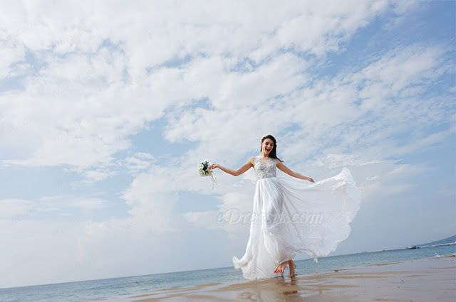 Breezy Beach Wedding Dress Adds Much Sexy to Your Wedding