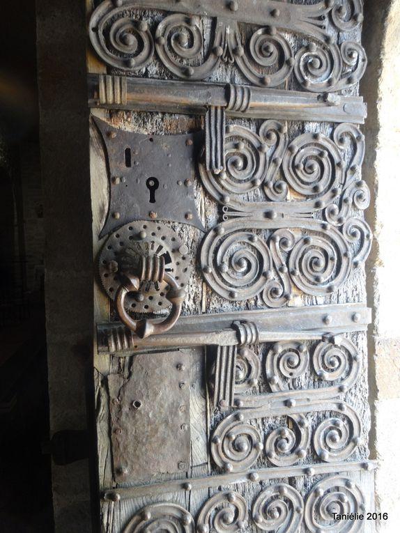 Détails de la porte et des ferrures ( église de Prunet Belpuig)