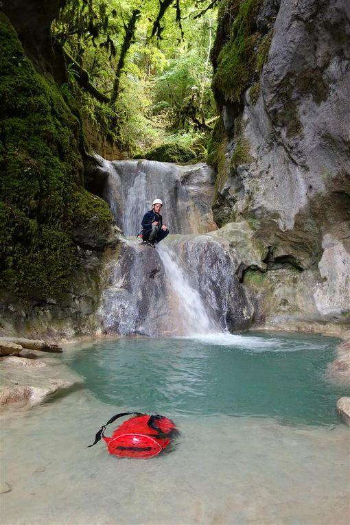 entre cascades, lac Léman et déferlante de crêtes