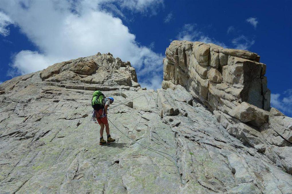 du calcaire râpeux de la Martine au granite tout en rondeurs des Cavales