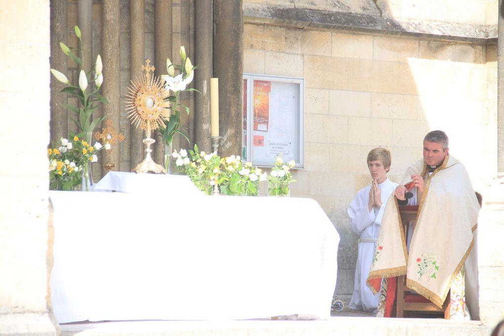 Adoration sur le parvis