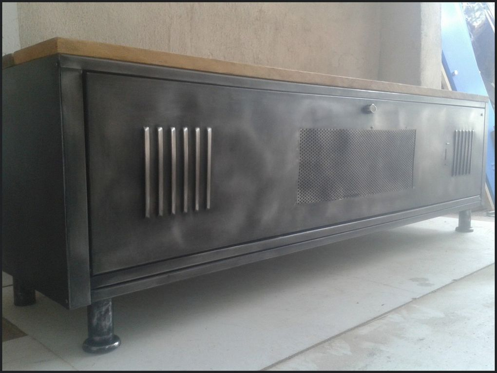 meuble tv industriel le blog de la salamandre bleue et de combustible23. Black Bedroom Furniture Sets. Home Design Ideas