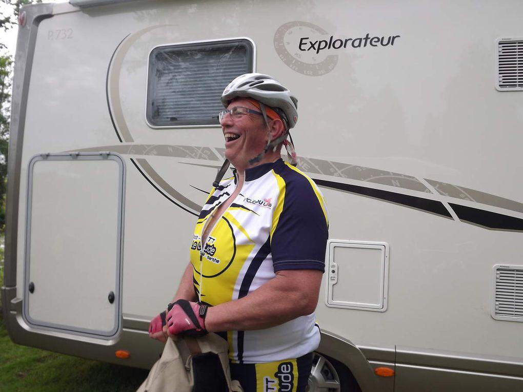 Ce sont près de 250 coureurs qui ont participés à la 35ième édition du tour de la Sarthe cyclotouriste organisé par le cyclo club de la Vègre de Tennie. La totalité des circuits était de 504 kms réalisable en 3 jours. Bien évidemment 4 courageux cyclotouristes ludois ont participés à l'aventure, histoire de passer un bon moment tout en découvrant de nouveaux sites et surtout d'éliminer les calories des bons gâteaux d'Evelyne Blanchet. .