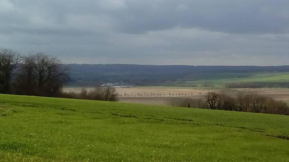 Vue sur Ussy et la vallée du Courtablon depuis le hameau de Morintru.