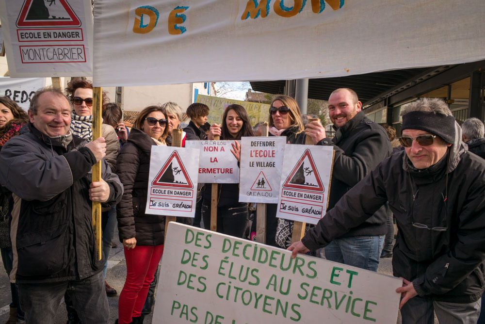 Une centaine d'élus, parents, citoyens venus protester contre la proposition de carte scolaire du DASEN du Lot