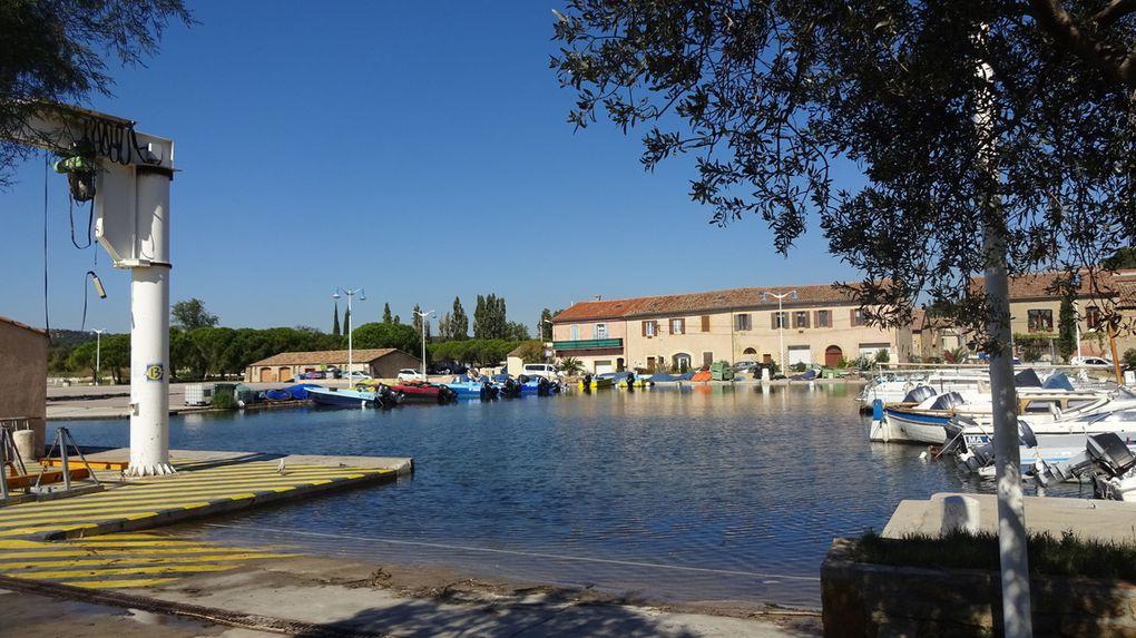 Saint-Chamas, son port de pêche et ses maisons troglodytes