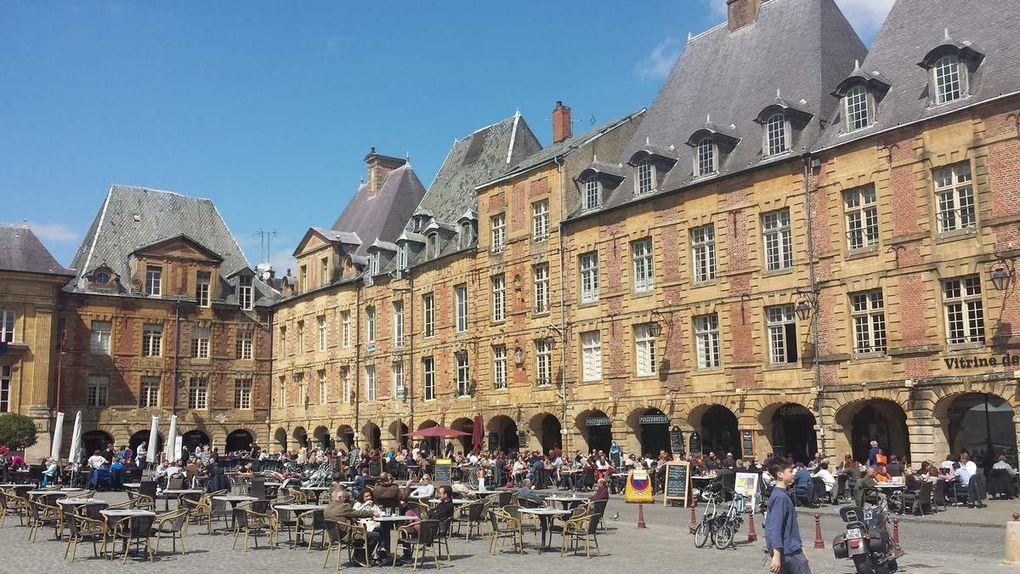 Dans les rues de Charleville et sur la place Ducale