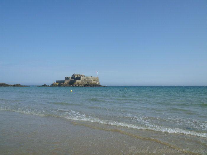 La plage et le fort conçu par Vauban et Garangeau
