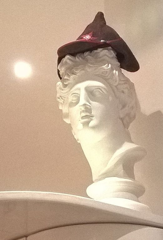 Christmas party à Armyanskiy: chapeaux, tableaux &amp&#x3B; déco