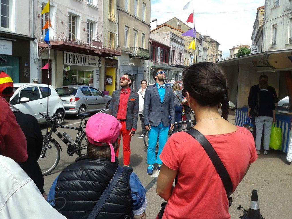Spectacle dans les rues de Chauffailles